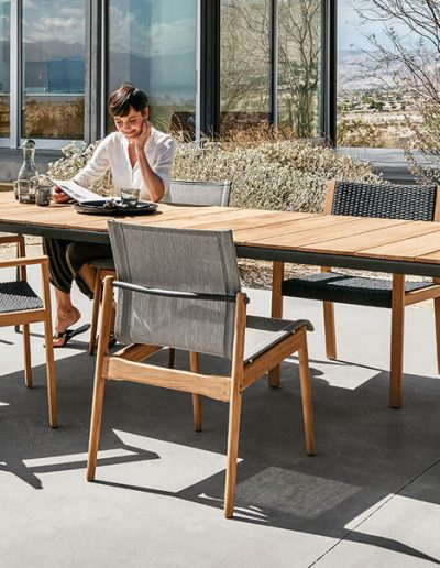 CARVER Tisch, in Alu-Teak mit Sessel SWAY, DANSK und MAZE von Henrik Pedersen für Gloster