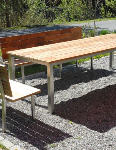 wetterfeste Gruppe mit zwei Bänken und großem Tisch, Edelstahl-Dauerholz
