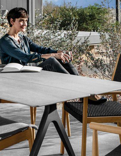 Tisch SPLIT mit Sessel SWAY, DANSK und MAZE von Gloster