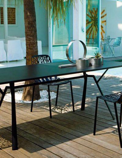 FOREST Stuhl und RADICE QUADRA Tisch, Aluminium in vielen Farben