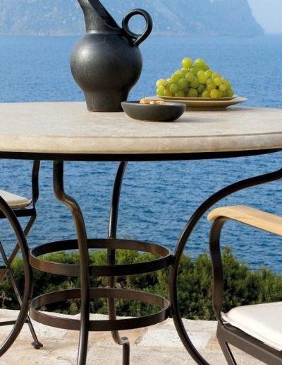 CAPRI, klassischer Tisch im mediteranen Stil
