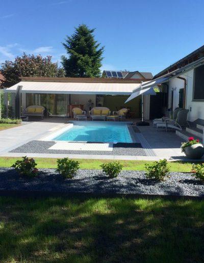 Pool und Poolhaus vom Sueden ohne Halle